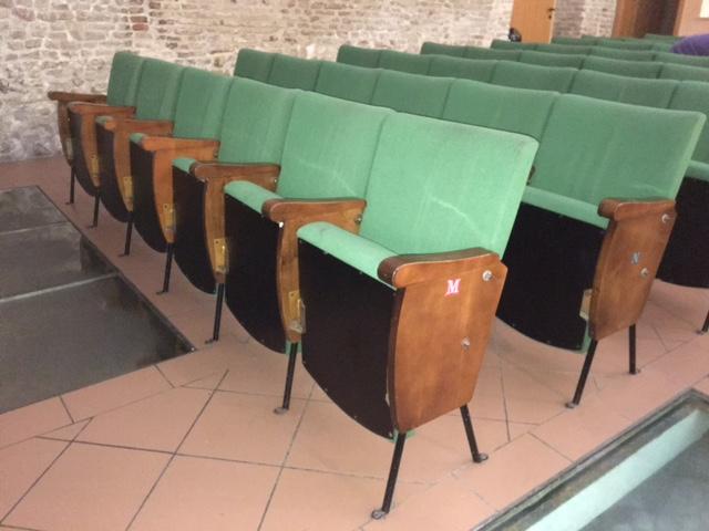 Poltrone Cinema Usate.Vendesi Poltrone Cinema Cinema Teatro Tiberio
